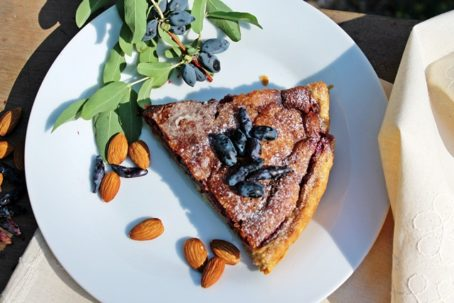 Мини-торт песочный с заливкой из сладкой жимолости - рецепт пошаговый с фото