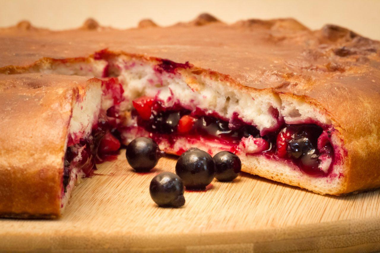 Пирог с замороженной смородиной – витаминная вкуснятина круглый год