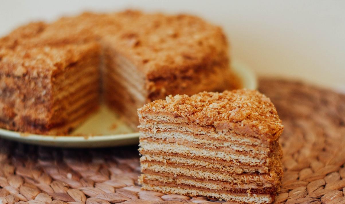 Быстрый медовый пирог на кефире