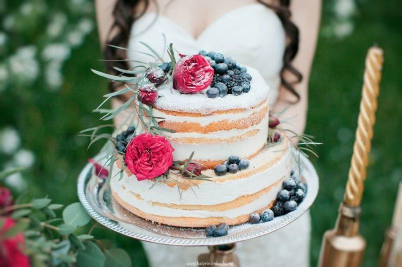 Как красиво украсить двухъярусный торт.