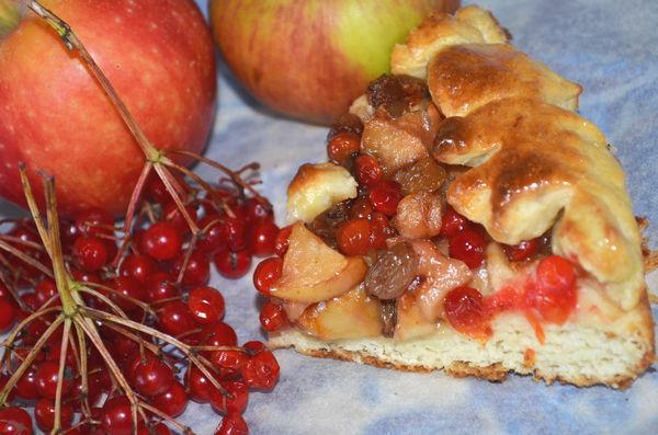 Пирог с калиной и яблоками