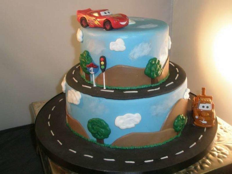 Двухъярусный торт для мальчика