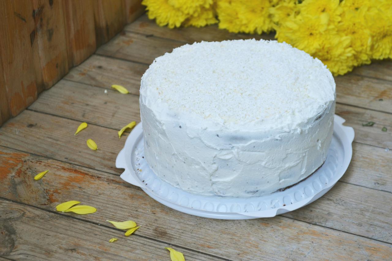 Крем для торта из сметаны, творога и сахара
