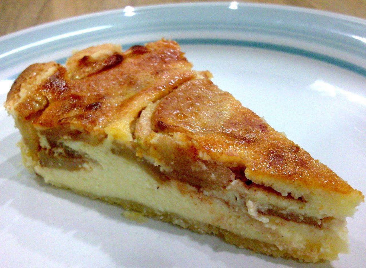 Яблочный пирог с добавлением творога