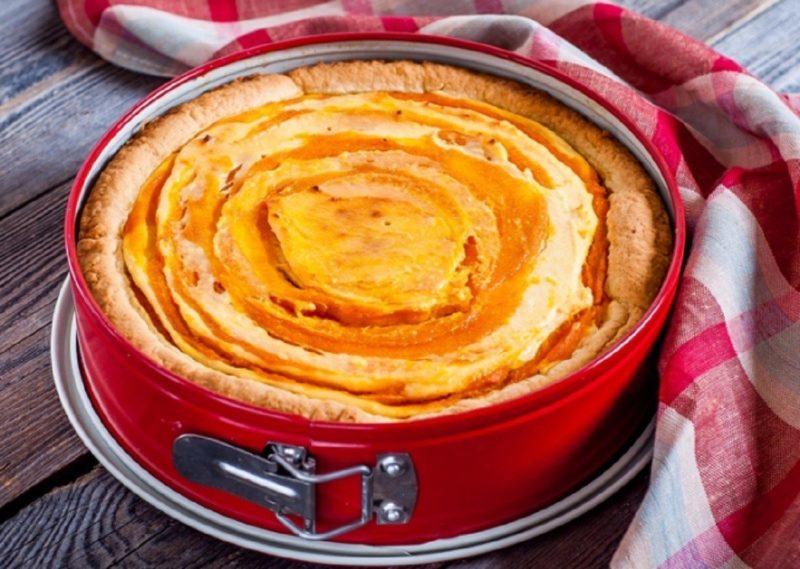 Пирог с тыквой, творогом и яблоками