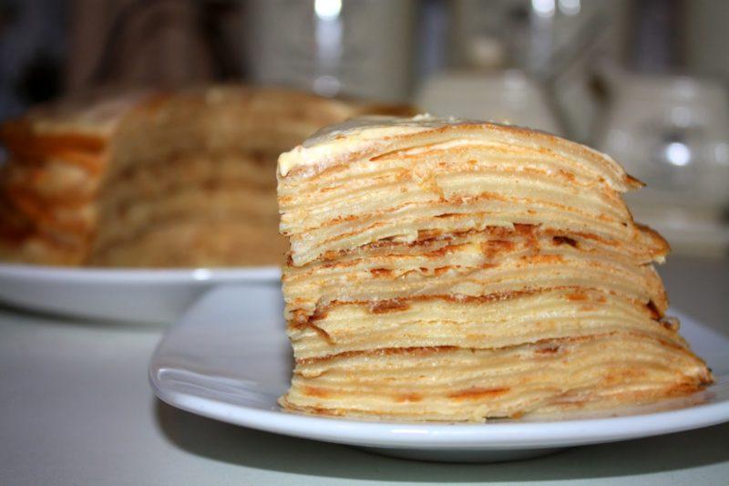Блинный торт на сковороде со сгущенкой