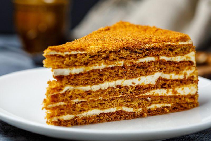 Торт «Рыжик» со сметанным кремом