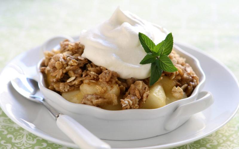 Яблочный крамбл с грецкими орехами