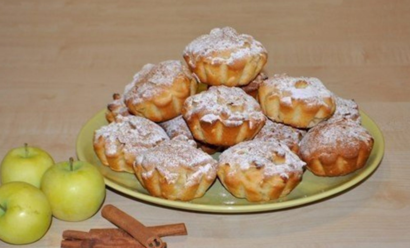 Кекс с яблоками в силиконовых формочках
