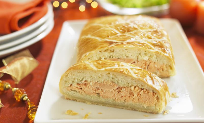 Рыбный пирог с консервированной сайрой на кефире