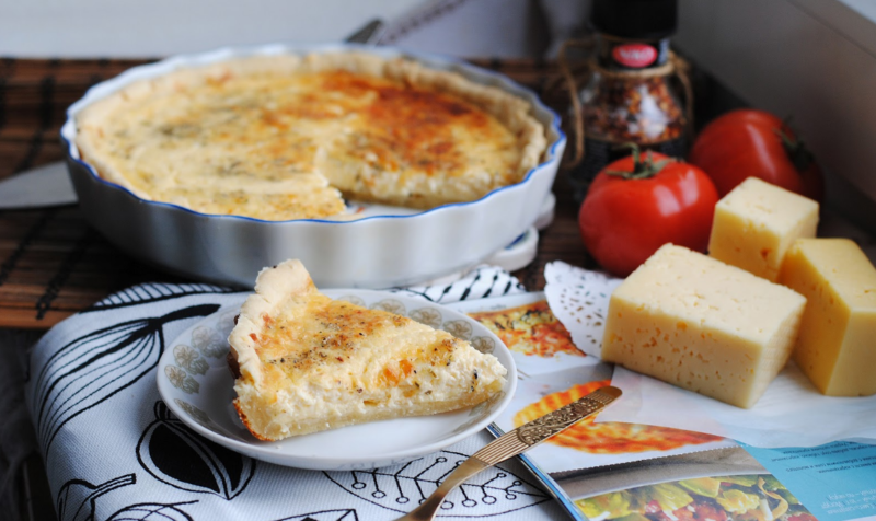 Пирог с яблоками и сыром