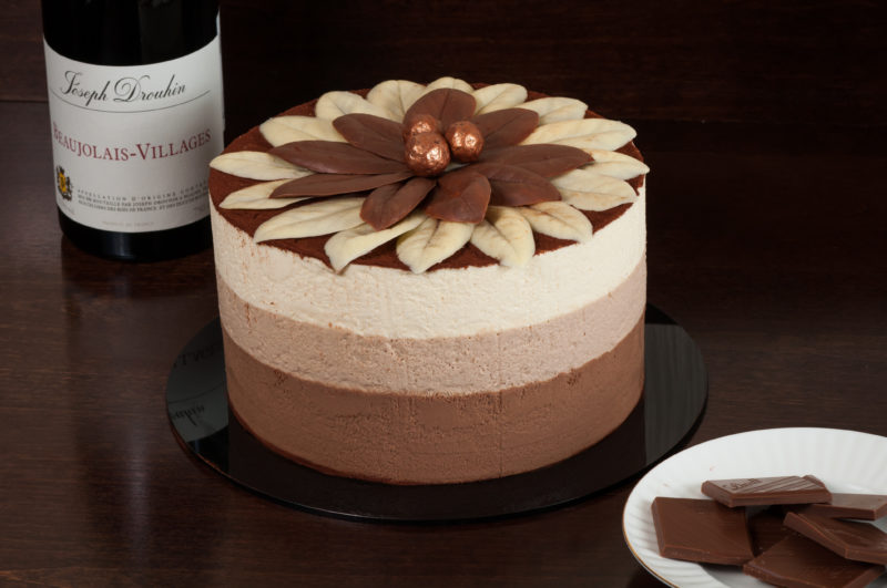 Торт Три шоколада из суфле с мастикой