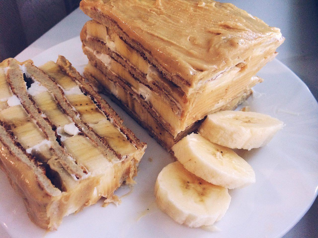 Торт из печенья без выпечки со сгущенкой и банановым вкусом