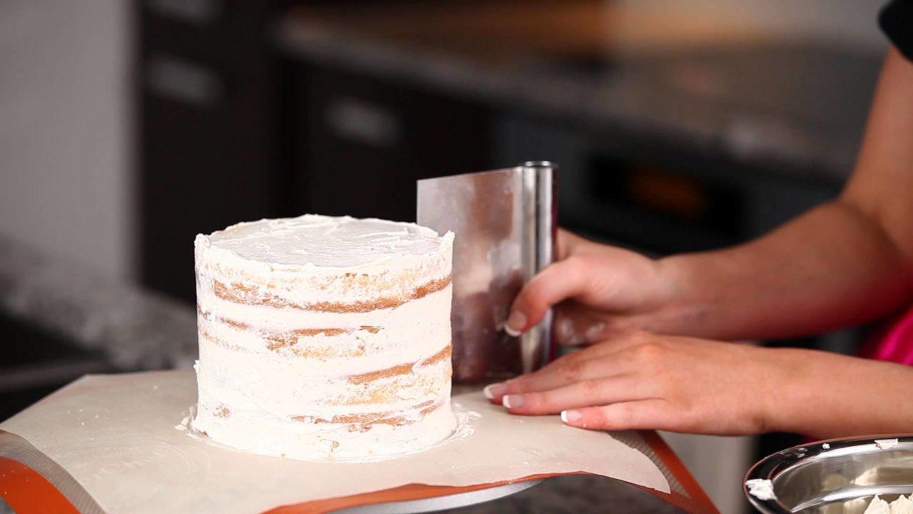 Заварной крем для выравнивания торта под глазурь