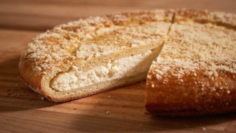 Дрожжевой творожный пирог с крошкой