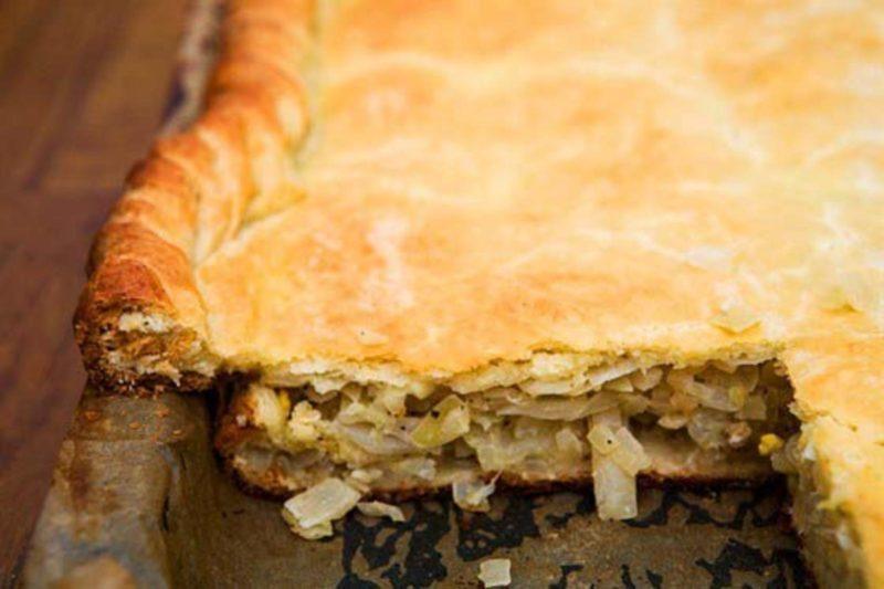 Турецкий пирог с капустой и фаршем