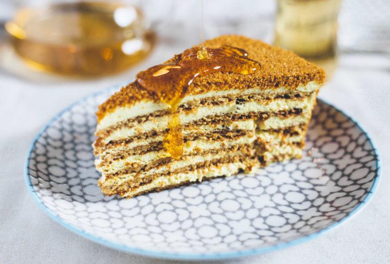 Торт Рыжик с кремом из молока
