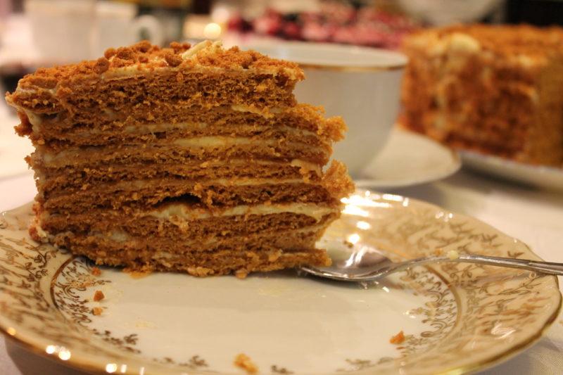 Классический рецепт вкусного десерта торта Рыжик