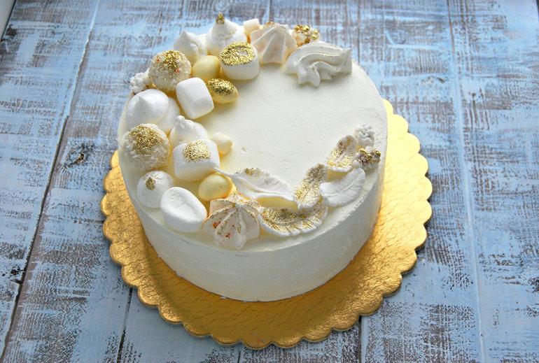 Торт Молочная девочка с пломбирным кремом под мастику