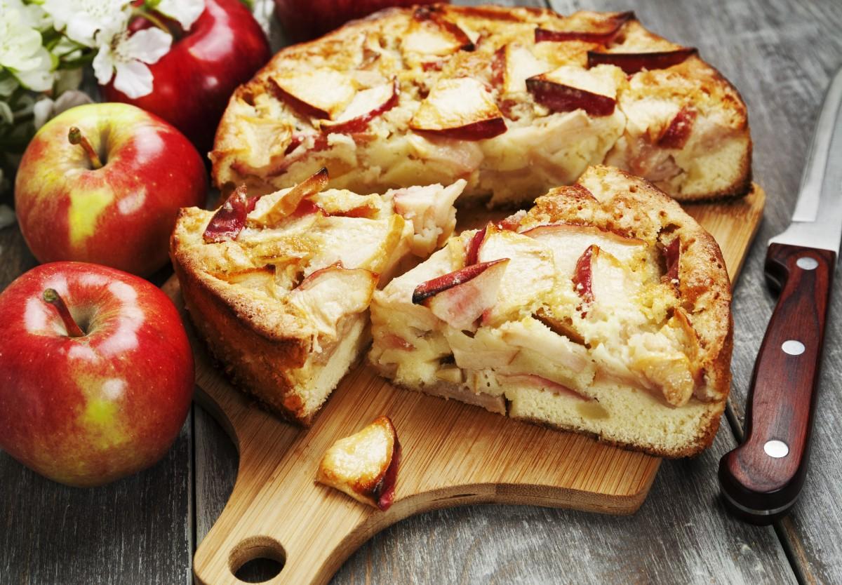 Яблочный заливной пирог