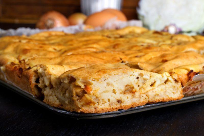 Пирог с капустой и фаршем на кефире