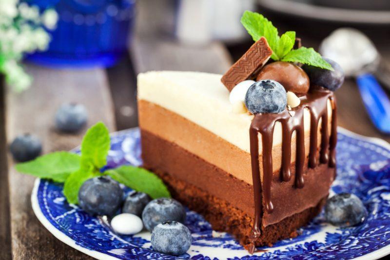 Оформление торта Три шоколада