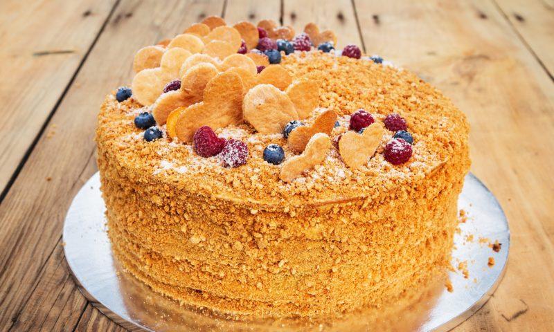 Торт «Рыжик» с орехово-фруктовым вкусом