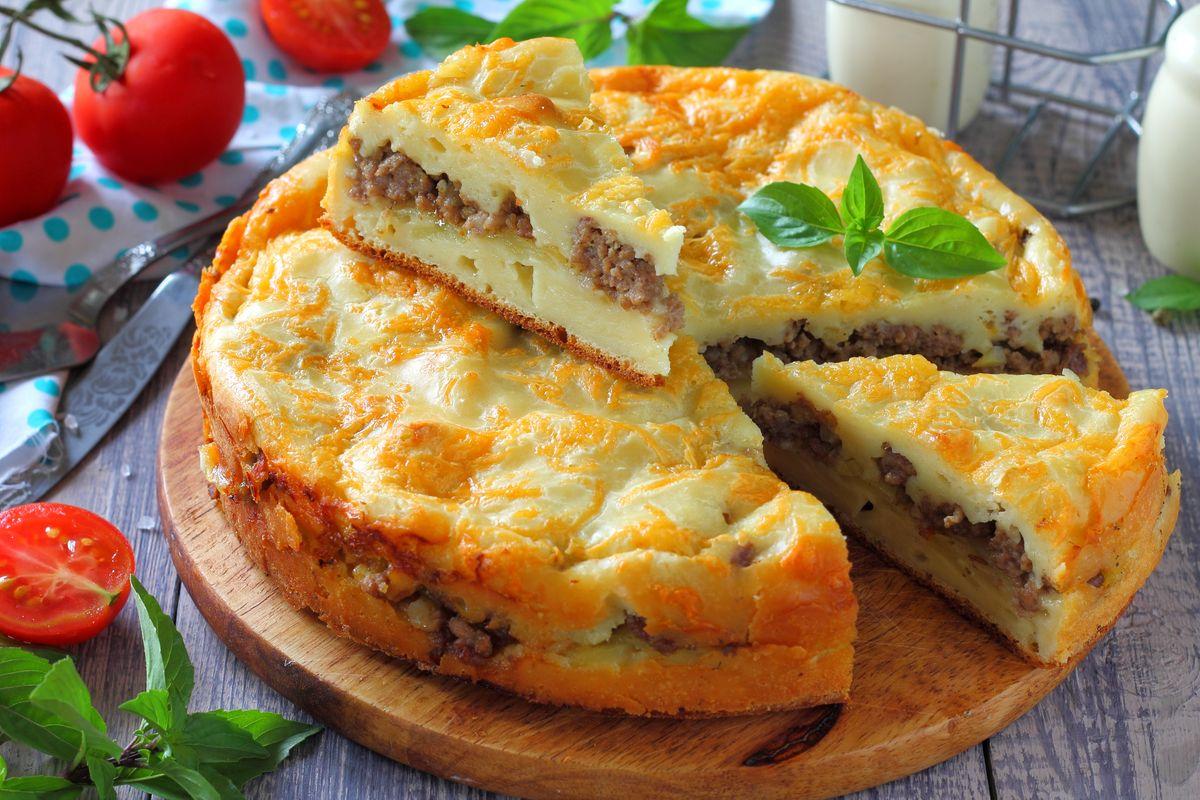 Заливной пирог с фаршем и картошкой