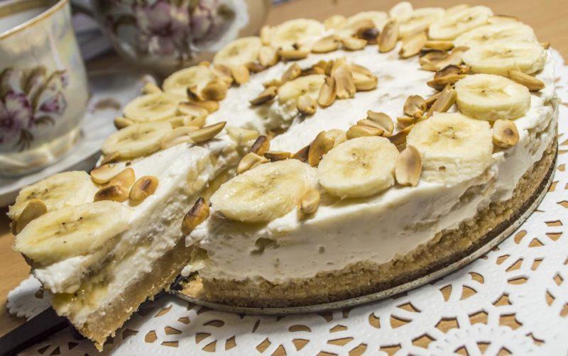Яблочный пирог со сметанной заливкой и бананами