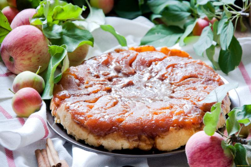 Французский яблочный пирог с заварным кремом