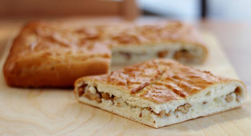 Пирог с картошкой и грибами на дрожжах